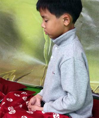 靈鷲山 平安禪 心道禪師 打坐 寧靜 小孩 專注